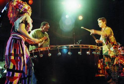 Ruggero Artale, Karl Potter e Giovanni Lo Cascio suonano il Megasono costruito da Vincenzo Ridolfi. Anni '90